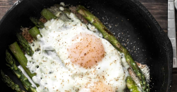 Eat your veggies for breakfast with this asparagus and eggs dish