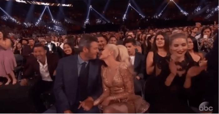 Blake Shelton and Gwen Stefani got their PDA on at the Billboard Music Awards