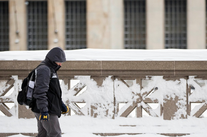 Over 2 dozen deaths result of frigid record-breaking temperatures across the country