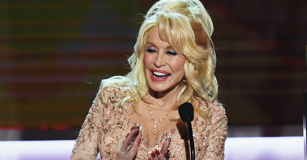 Dolly Parton shocks Tennessee wildfire victims with this huge payout