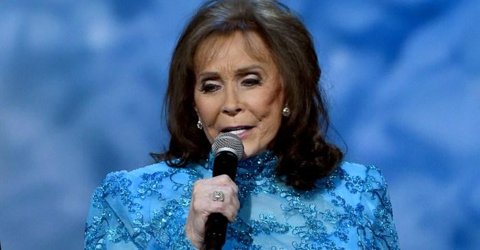 Loretta Lynn remains hospitalized following stroke