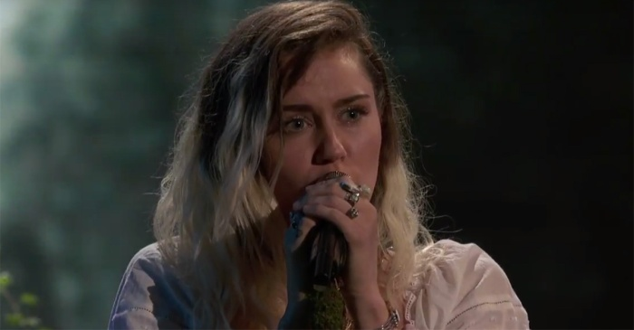 """Miley Cyrus honors victims of the horrific Manchester tragedy in this """"The Voice"""" performance"""