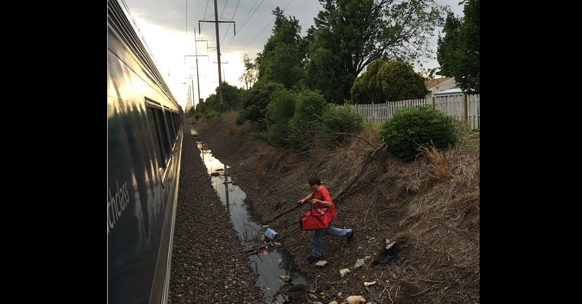 """Pizza delivery man """"rescues"""" stranded Amtrak passengers"""