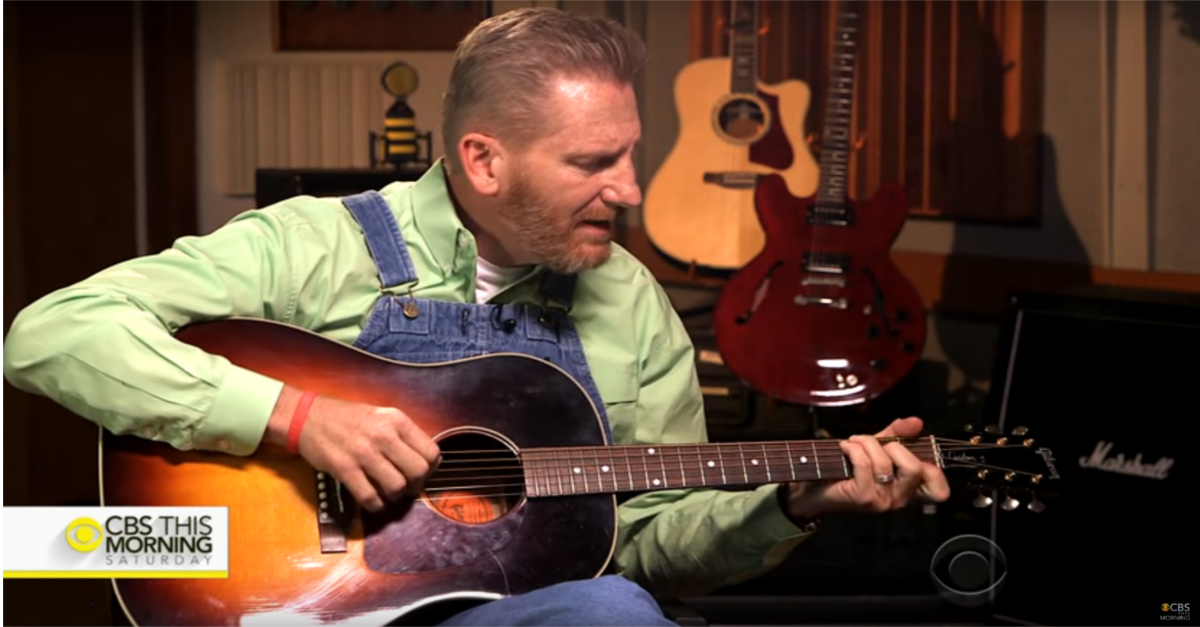 Rory Feek breaks down in tears during first televised performance without Joey
