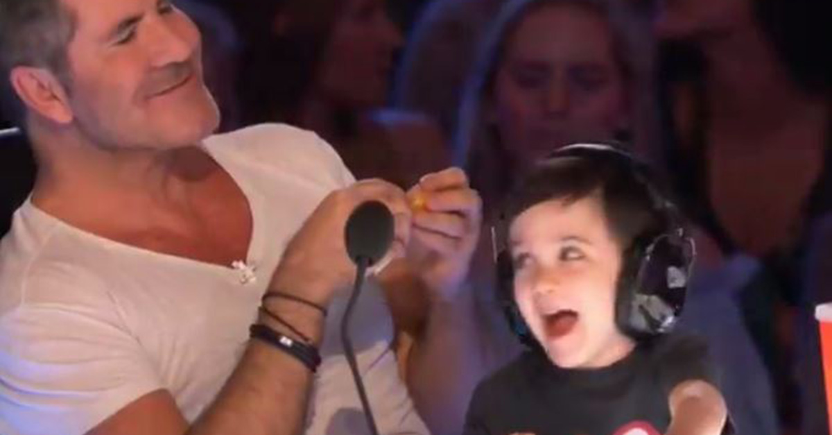 "Flashback: Simon Cowell's Adorable Son Took Over the Buzzer on ""America's Got Talent"""