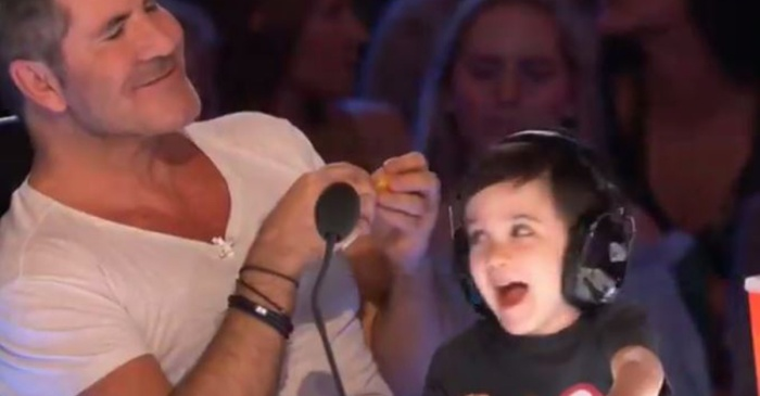 "Cuteness ensued when Simon Cowell's adorable little boy took over the buzzer on ""America's Got Talent"""
