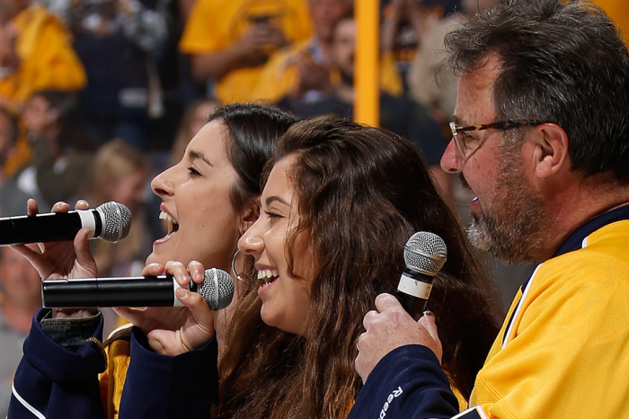 Vince Gill and his daughters raise their voices for a chilling national anthem performance