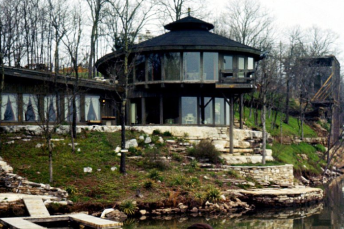 Johnny and June Cash's Old Lakefront Home is Worth Every Penny of the Nearly $4M it's Worth