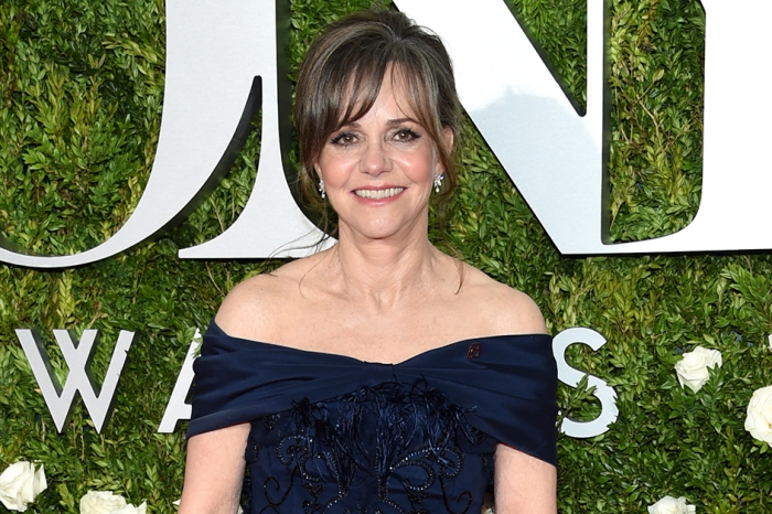 Sally Field tweets she won't stop talking about politics