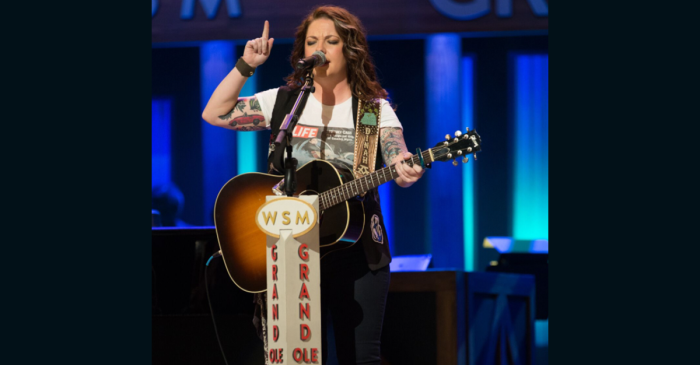 A country singer's new song just put a mean high school teacher in her place