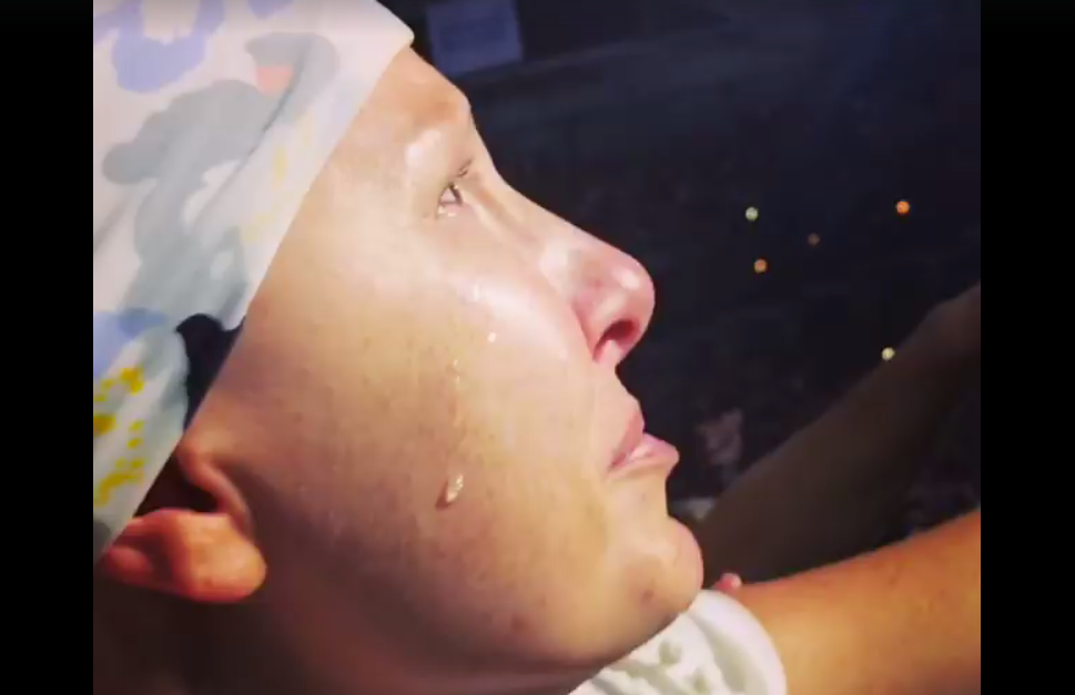 Cancer patient loses it after hearing this serenade from Tim McGraw
