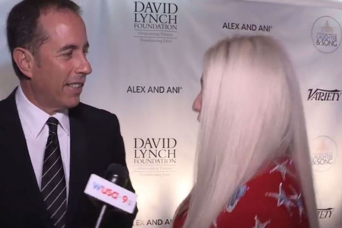 Kesha tried to hug Jerry Seinfeld, but he gave her the Newman treatment
