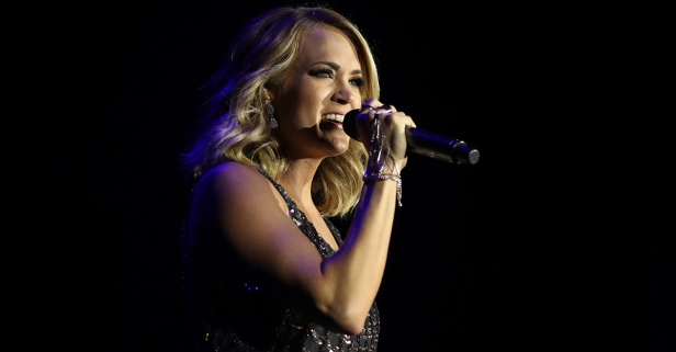 Carrie Underwood reveals the one important piece of advice she'd tell her younger self