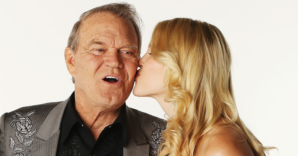 """Glen Campbell's family gets """"little glimpses"""" of how he used to be"""