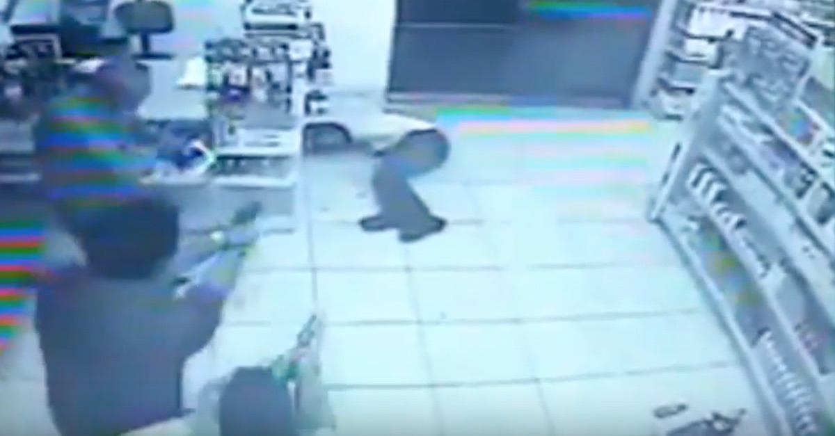 An armed robber walked in thinking he had it in the bag, then every customer pulled out a gun