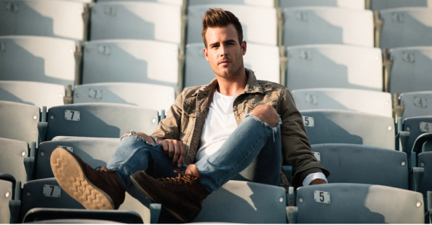 Country music's sexiest new singer just shared all of his cell phone secrets