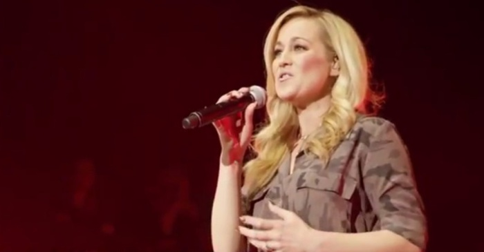 Kellie Pickler and Cracker Barrel surprise the CMA Fest crowd with patriotic tribute