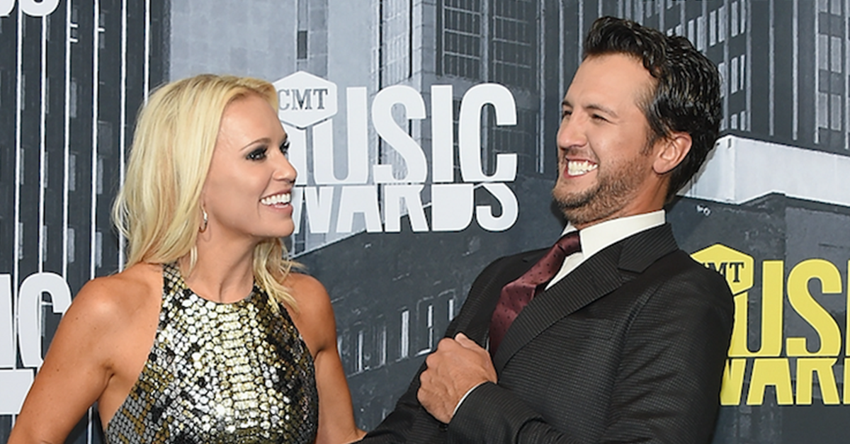 Luke Bryan pays tribute to his wife with this classic singalong performance