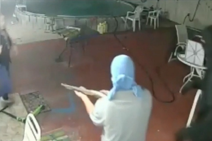 Man Caught on Video Stopping Heavily Armed Robbers with a Sword