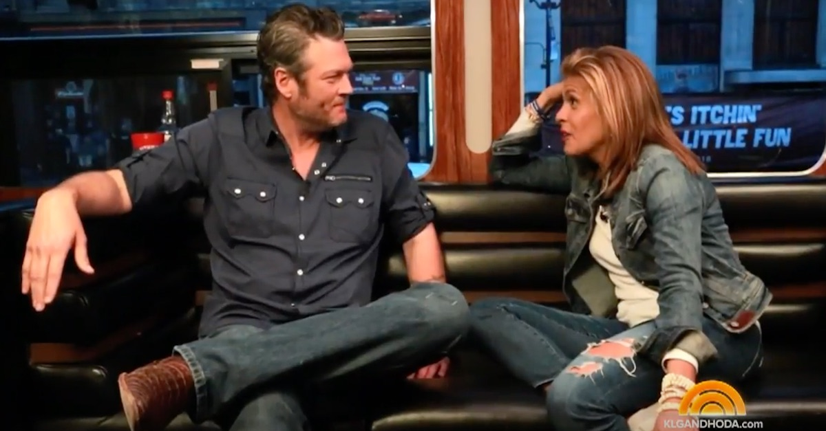 Blake Shelton describes a typical day with girlfriend Gwen Stefani