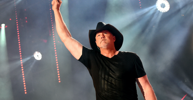 Ahead of holiday weekend, Trace Adkins has some things to say about Trump
