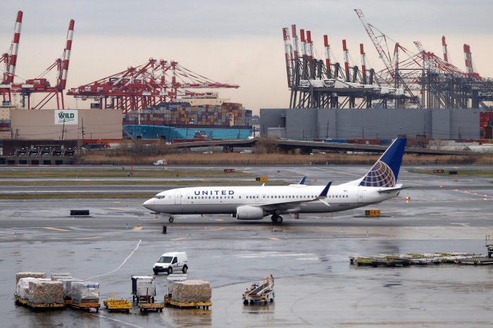 United Airlines reportedly kept a mom waiting while her baby overheated on a plane
