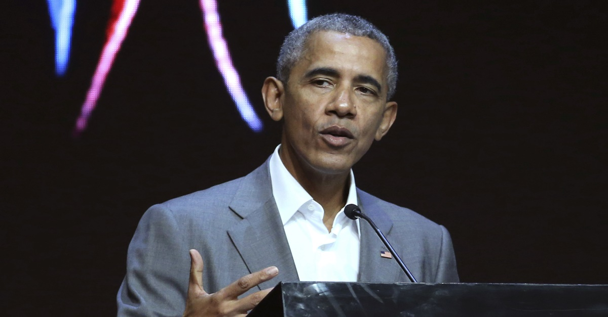 Former President Obama cracks a joke about being born in Kenya