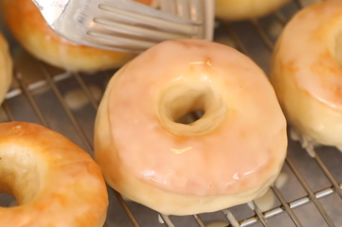 She shares the secret to making baked donuts look and taste fried