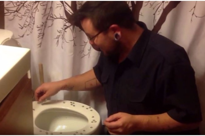 These five toilet pranks will have you laughing and will be giving you some crazy ideas