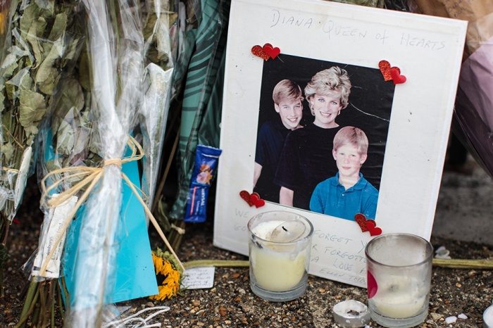 Grieving fans share their stories of the moment that they learned that Princess Diana died