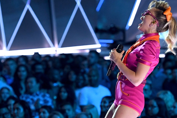 Miley Cyrus gave everyone what they wanted with her performance at this year's VMAs