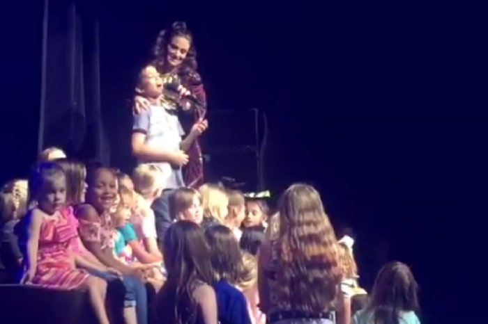 "Idina Menzel of ""Frozen"" let a young fan sing at her concert, and his rendition of ""Let It Go"" is magical"