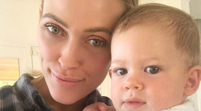 """""""DWTS"""" pro Peta Murgatroyd shares a photo with her son before heading back to the ballroom"""