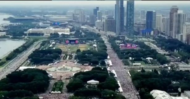 This time-lapse video of Lollapalooza shows the 400,000 attendees ebbing and flowing