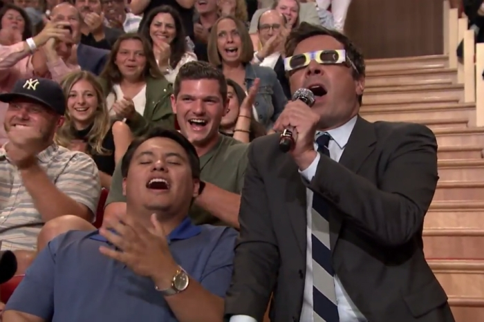 Jimmy Fallon weighs the pros and cons of watching the eclipse, and performs a beautiful rendition of a certain Bonnie Tyler number