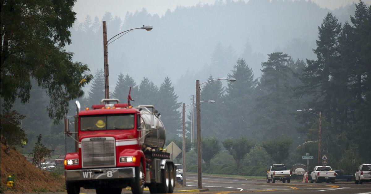 Oregon firefighters have equipment stolen hours before fighting the largest fire in the state