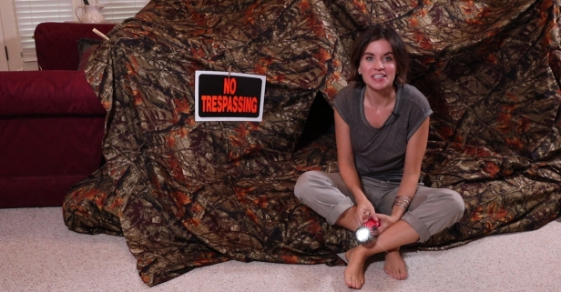 Her family's ultimate pillow fort is so epic, it uses 4 sheets and 2 couches