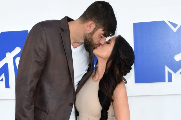 """""""Teen Mom 2"""" star Jenelle Evans says """"I do"""" in a beautiful outdoor ceremony"""