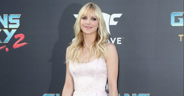 Newly separated, Anna Faris opens up on friends, partners, and the difference between them