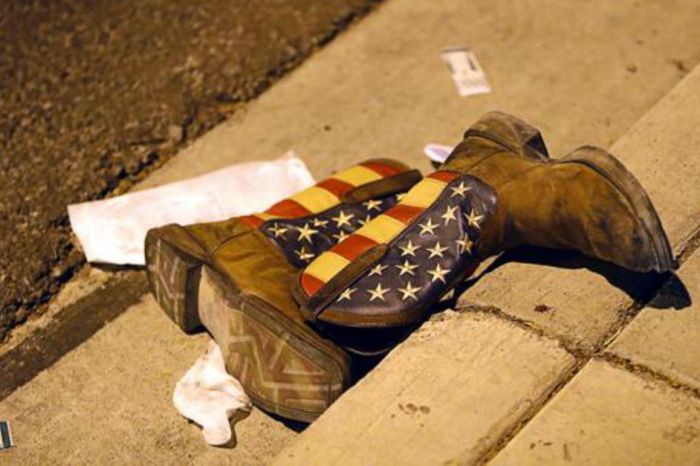 Here's the full story behind a photo of boots left behind in Las Vegas that moved so many