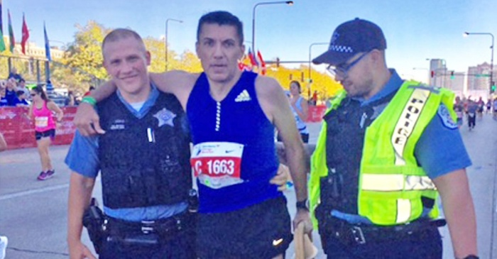 Two Chicago cops help cramped runner make it to finish line
