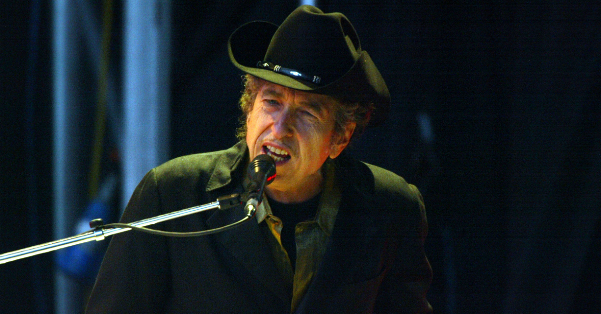 """Bob Dylan pays tribute to his friend Tom Petty with emotional cover of """"Learning to Fly"""""""