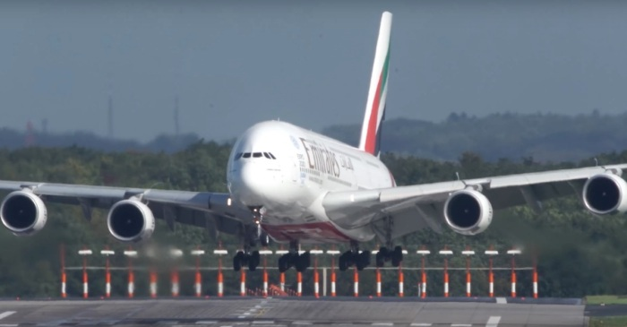 Watch what happened when strong crosswinds made landing this plane super dangerous