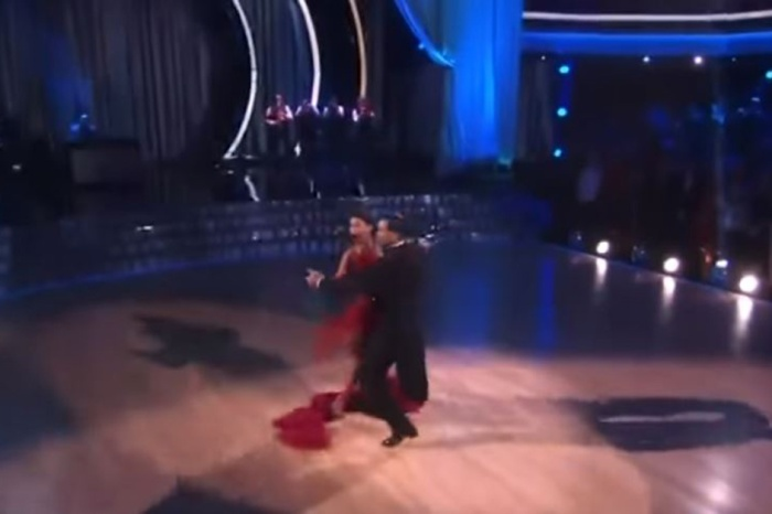 """A """"DWTS"""" contestant suffered a major wardrobe malfunction, but she stayed on her game"""