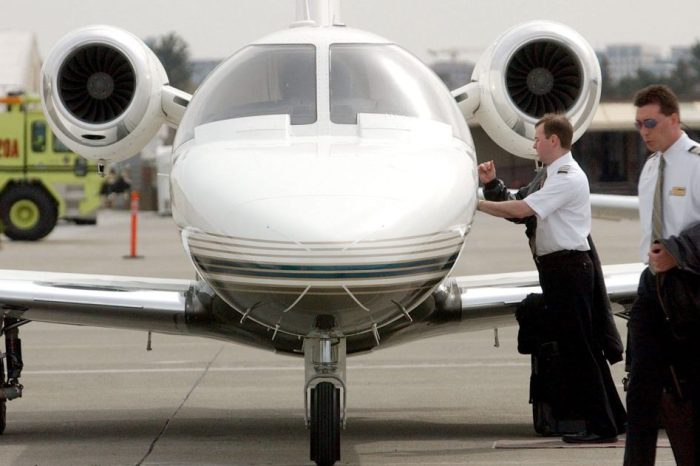 "Houston startup promises to be ""Uber for private jets"""