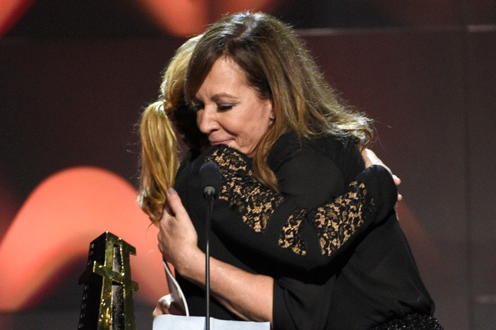 Allison Janney and Kate Winslet kiss during award show, and the internet is loving it