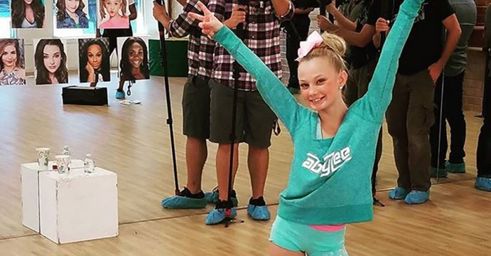 "This ""Dance Moms"" performer's insane ""Whack Back"" move is blowing up the internet"