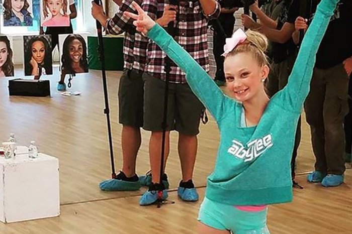 """This """"Dance Moms"""" performer's insane """"Whack Back"""" move is blowing up the internet"""
