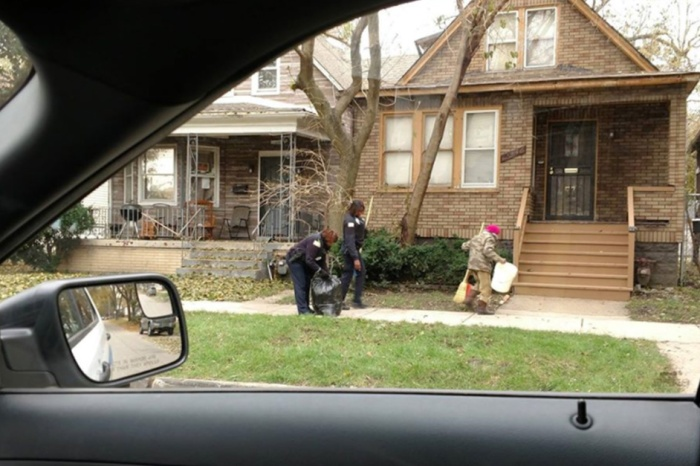 Chicago police officers help an elderly lady rake her leaves and it's the sweetest