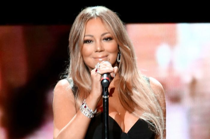 Mariah Carey defied gravity to sign an autograph, and fans couldn't get enough